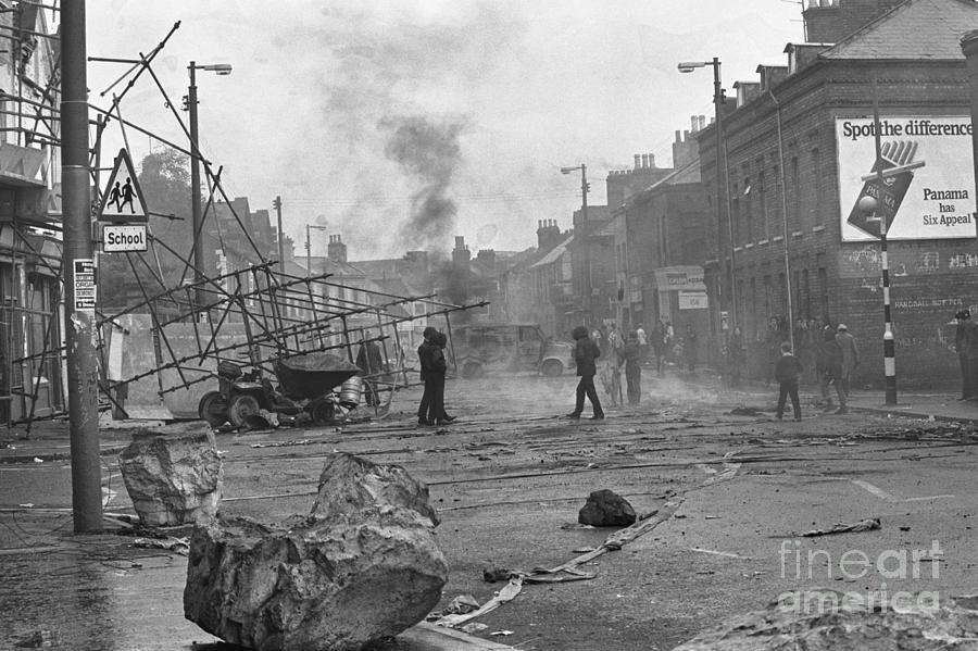 Car Fires In Belfast Photograph by Bettmann