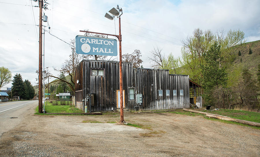 Carlton Mall by Tom Cochran
