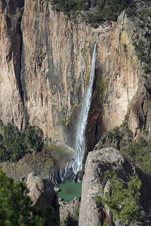 Cascades de Basaseachi by Jeff Brunton