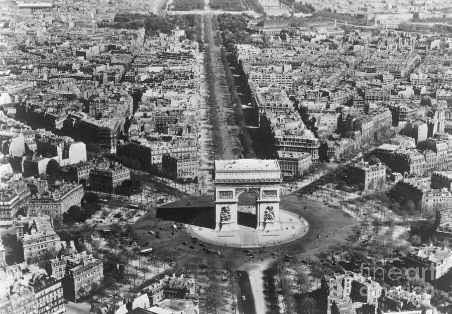 CHAMPS ELYSEES PARIS, c1900 by Granger