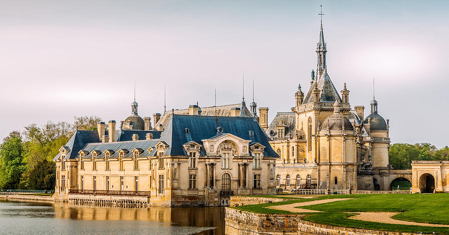 Chateau de Chantilly by Bellanda