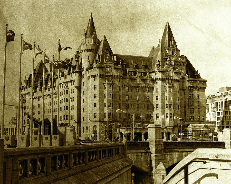 Chateau Laurier - A century of existence by Tatiana Travelways