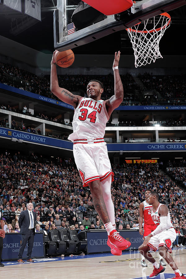 Chicago Bulls V Sacramento Kings Photograph by Rocky Widner