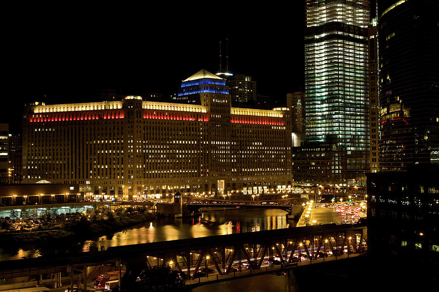 Chicago Merchandise Mart Photograph by Helpinghandphotos