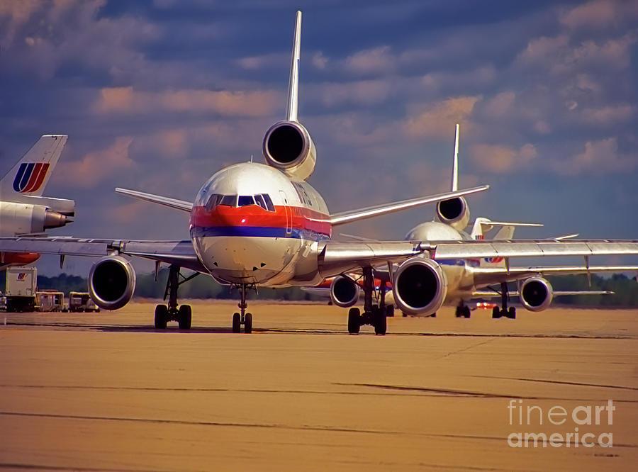 chicago ohare dc10 aircraft line taxi  by Tom Jelen