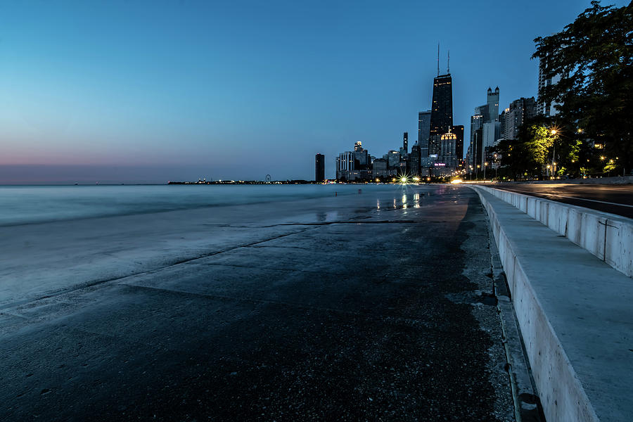 Chicago's lakefront at dawn by Sven Brogren