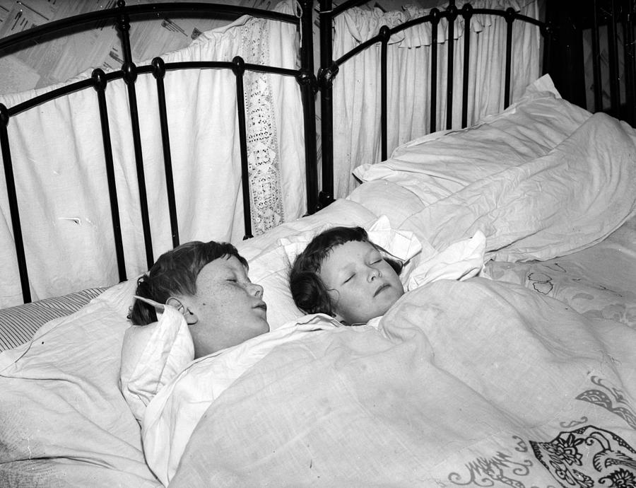 Children In Bed Photograph by Express