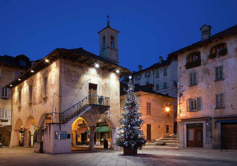 Christmas Tree In Town Square Photograph by Walter Zerla