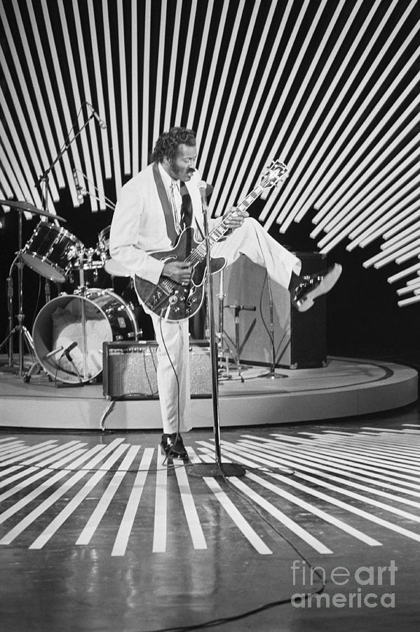 Chuck Berry Performing For Omnibus Photograph by Bettmann