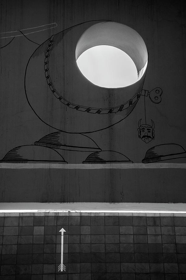 Circle Vs White Arrow by Prakash Ghai