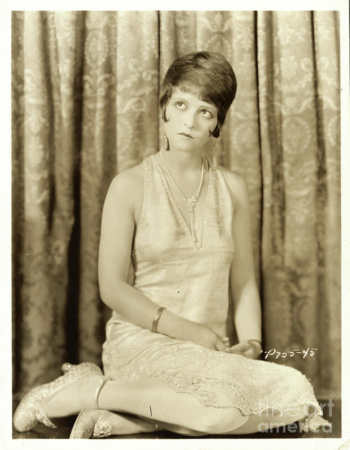 Clara Bow Star Posing In Front Photograph by Bettmann