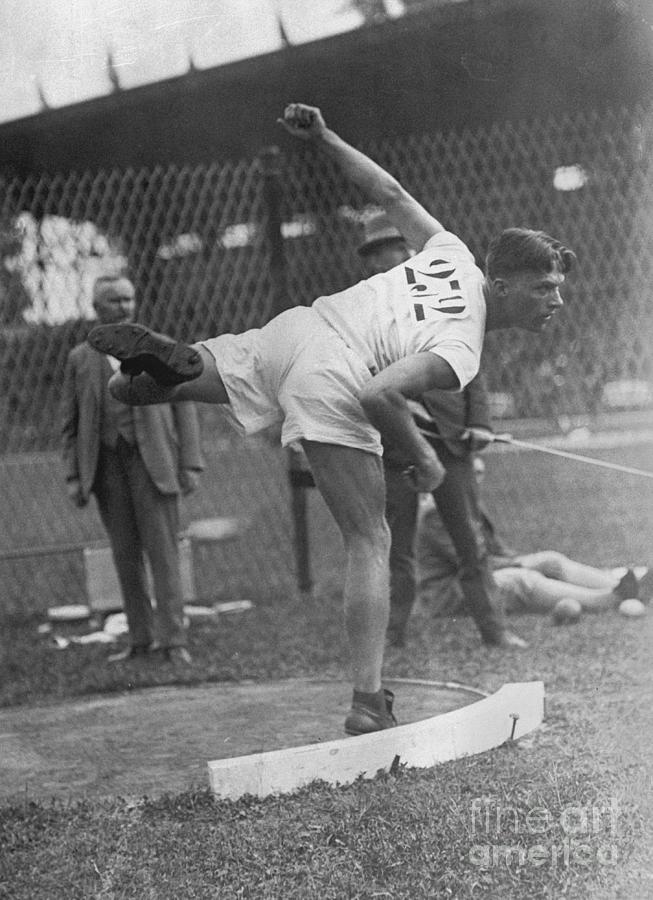 Clarence Houser Shotput Gold Medalist Photograph by Bettmann