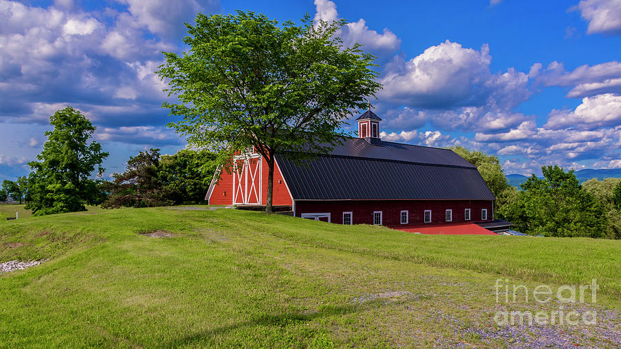 Classic Vermont barn. by New England Photography