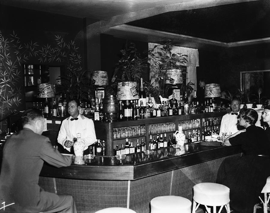Colony Hotel Bar, Palm Beach, Florida Photograph by Bert Morgan