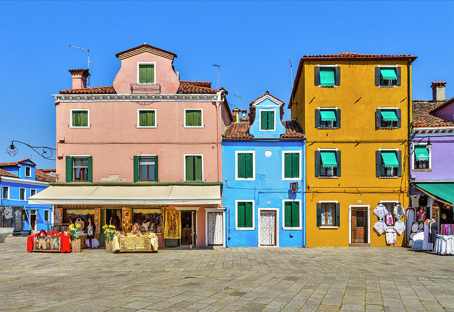 Colorful shopping by Roberto Pagani