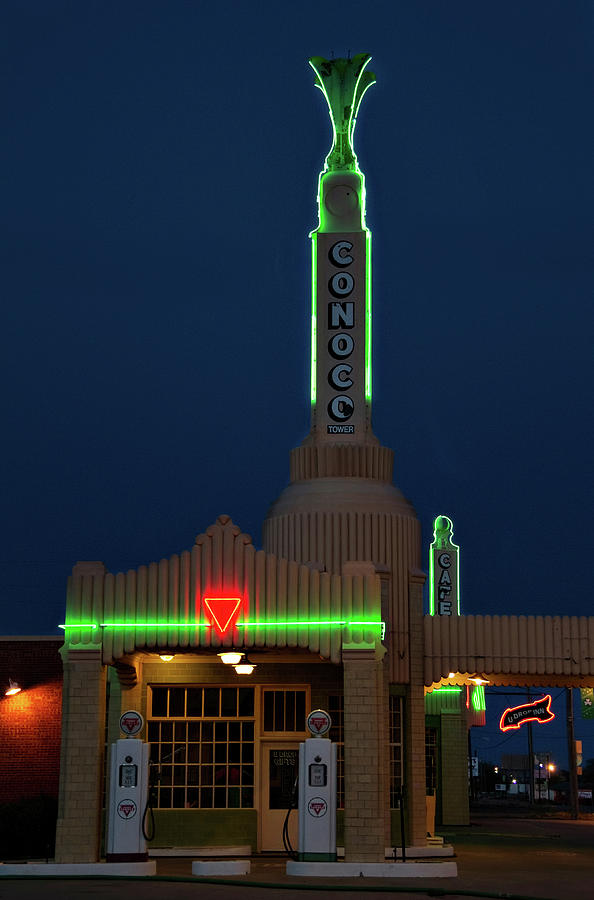 Conoco Tower by Lana Trussell