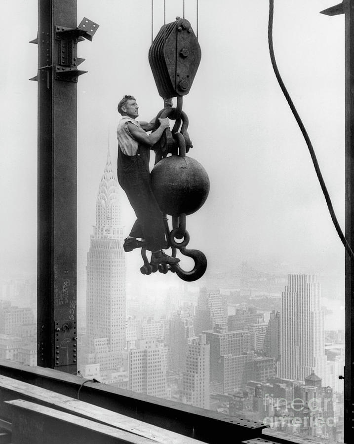 Construction Worker At Empire State Photograph by Bettmann