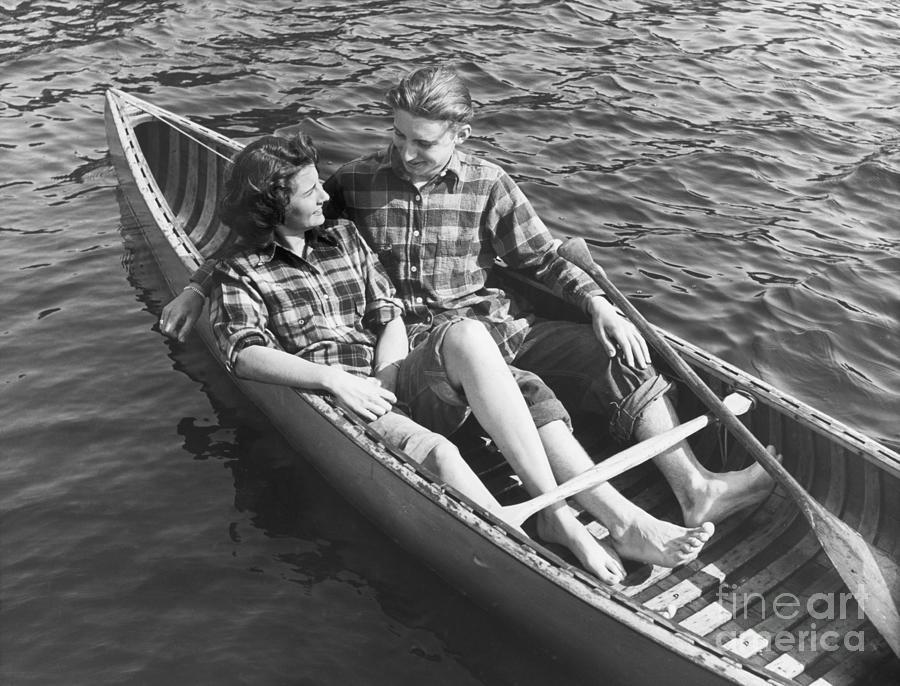 Couple Canoeing Photograph by Bettmann