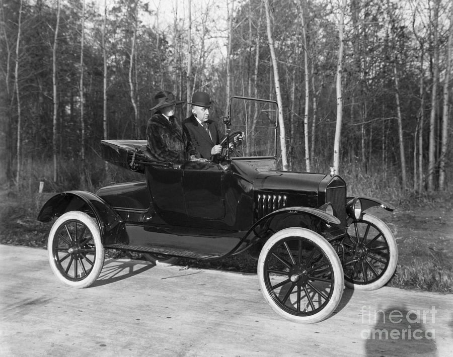 Couple In 1920 Open Model T Runabout Photograph by Bettmann