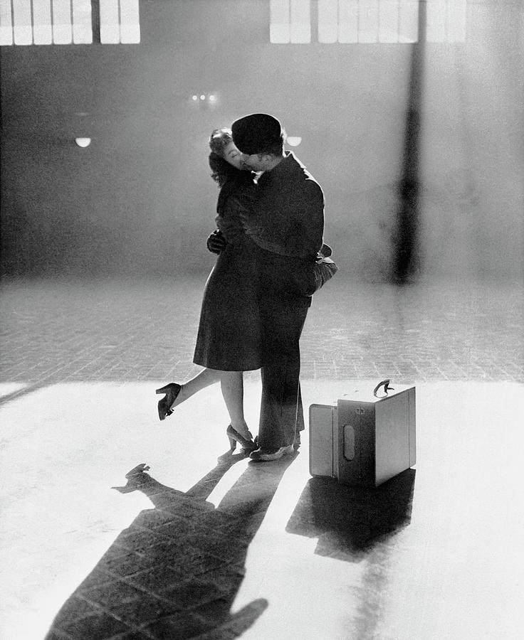 Couple Kissing In Train Station Photograph by Bettmann
