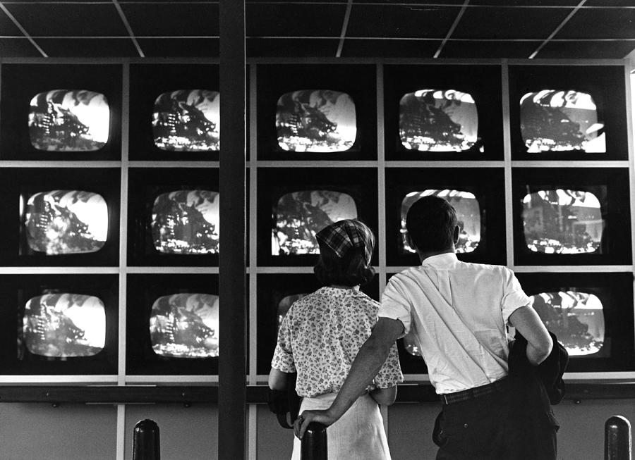 Couple Watching Televisions At New York Photograph by Alfred Gescheidt