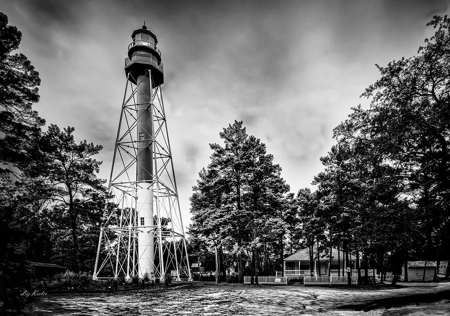 Crooked River Lighthouse by Liz Keeler