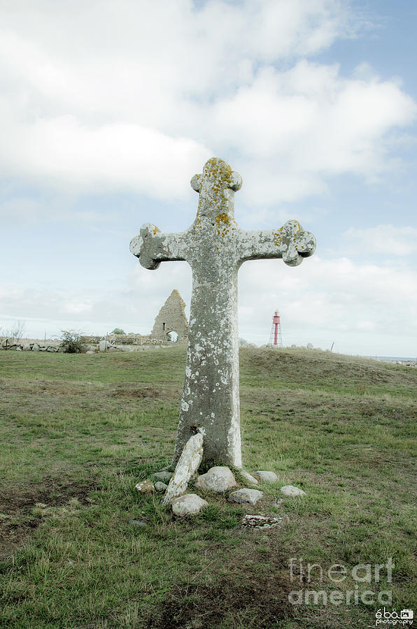 Cross at Kapelludden by Elaine Berger