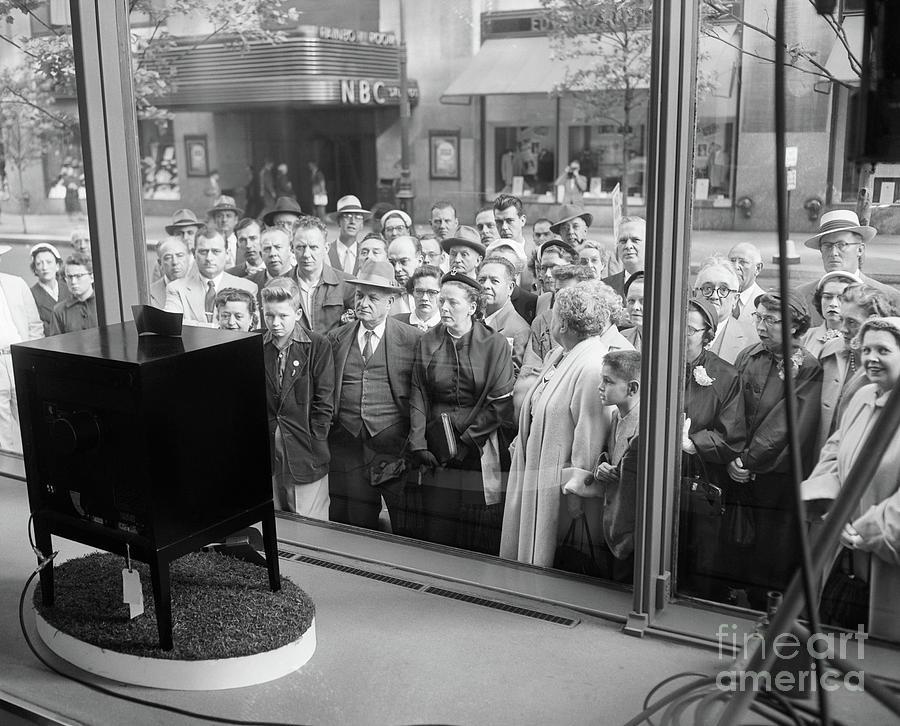 Crowd Looking Into Store Window Photograph by Bettmann