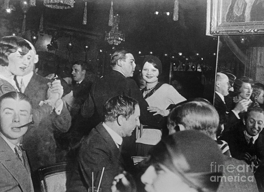 Crowd Of Dancers At Revellers In Paris Photograph by Bettmann