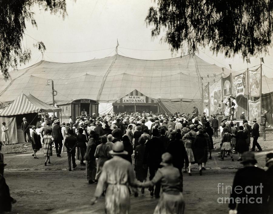 Crowd Of People At Entrance To Circus Photograph by Bettmann