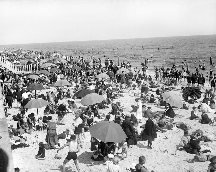 Crowd On Beach In Long Beach, N.y Photograph by New York Daily News Archive