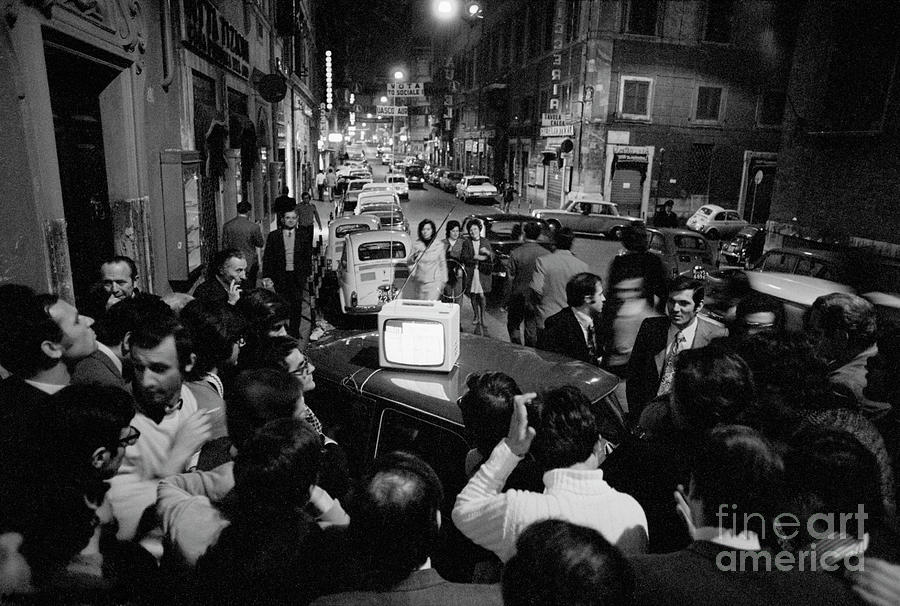 Crowd Watching Election Results On Tv Photograph by Bettmann