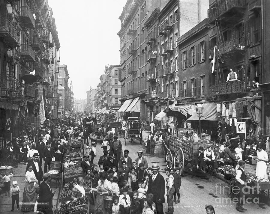 Crowded Life On Mulberry Street Photograph by Bettmann
