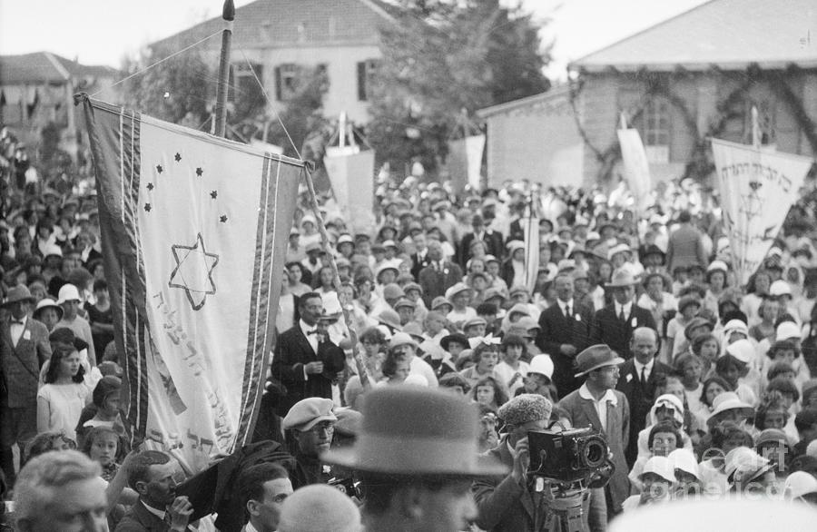 Crowds Welcoming Lord Balfour To School Photograph by Bettmann