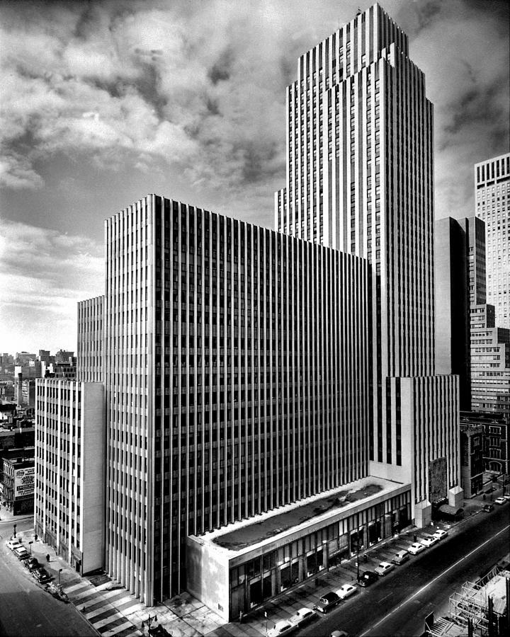 Daily News Building At 220 East 42nd By New York Daily News Archive