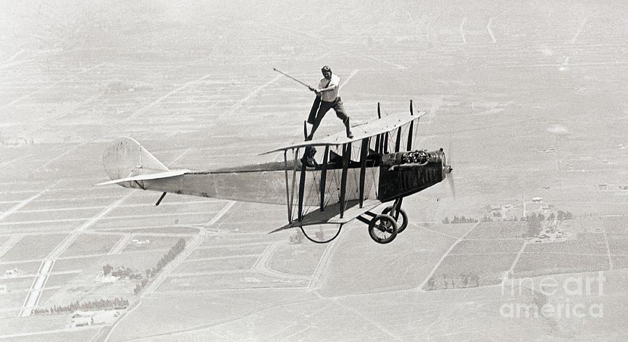 Daredevil Al Wilson Golfing On Biplane Photograph by Bettmann