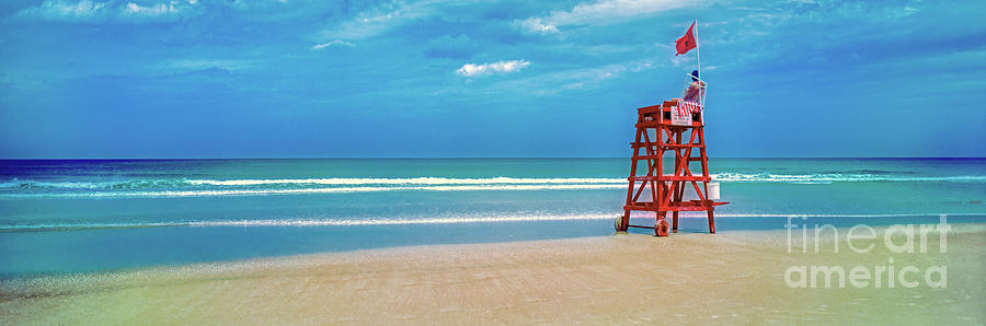 Daytona Beach Lifeguard station, Atlantic Ocean, Florida by Tom Jelen