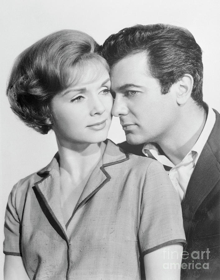 Debbie Reynolds And Tony Curtis Photograph by Bettmann
