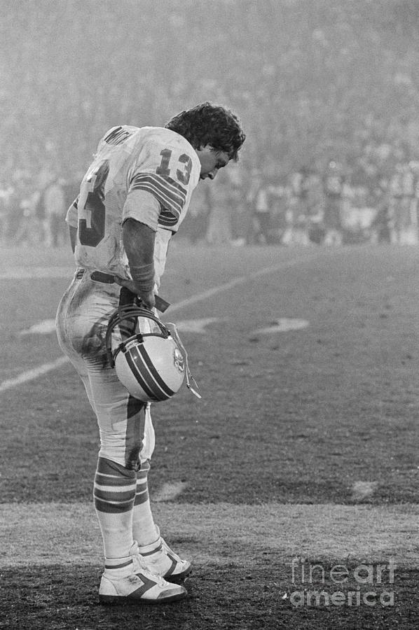 Dejected Dan Marino Standing Photograph by Bettmann
