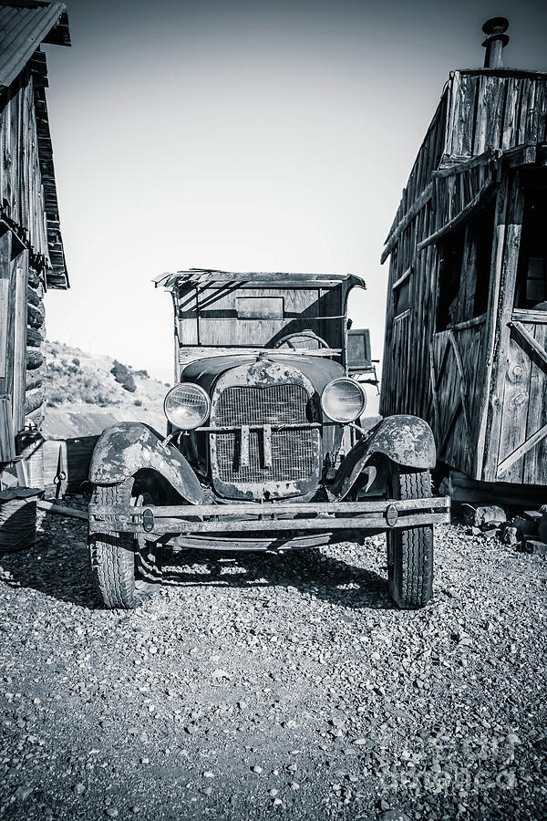 Motor Court Photograph - Depression Era Dust Bowl Car by Edward Fielding