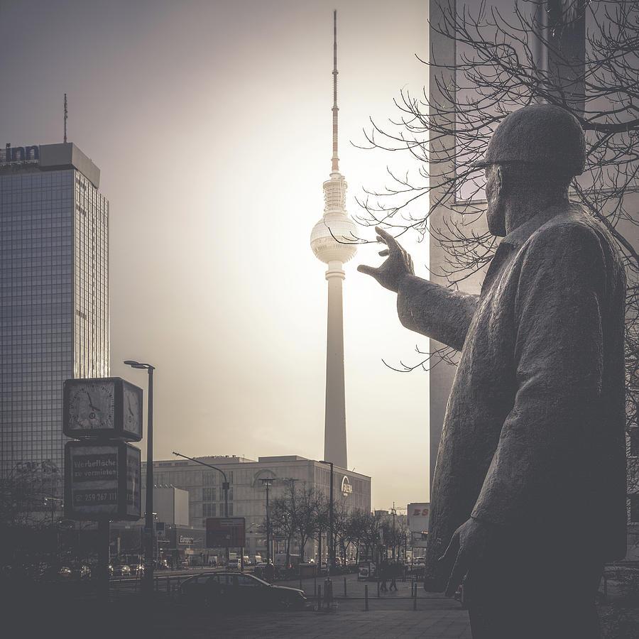 Berlin Photograph - Der Bauarbeiter, Berlin, 2015 by Ronnie Behnert