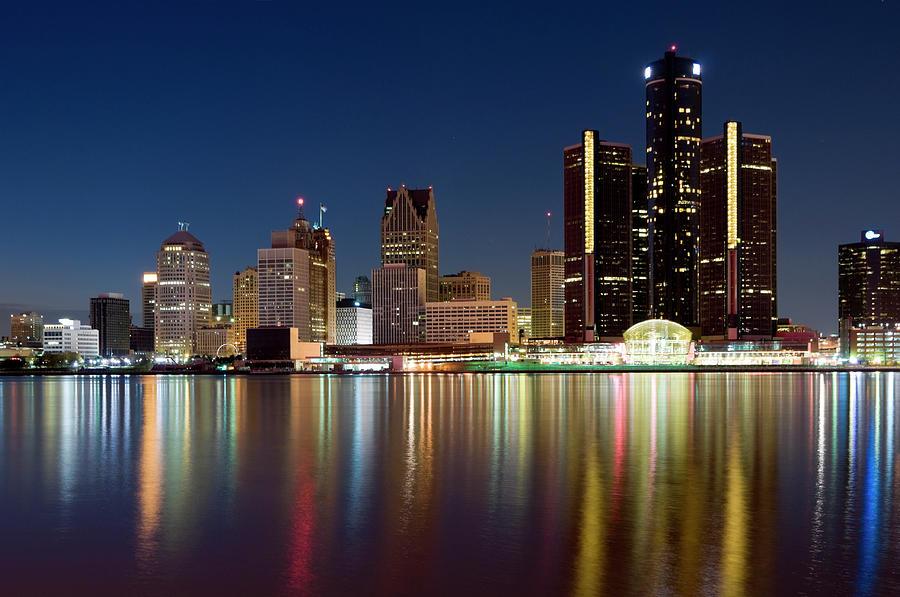 Detroit Skyline At Dusk Photograph by Chrisp0