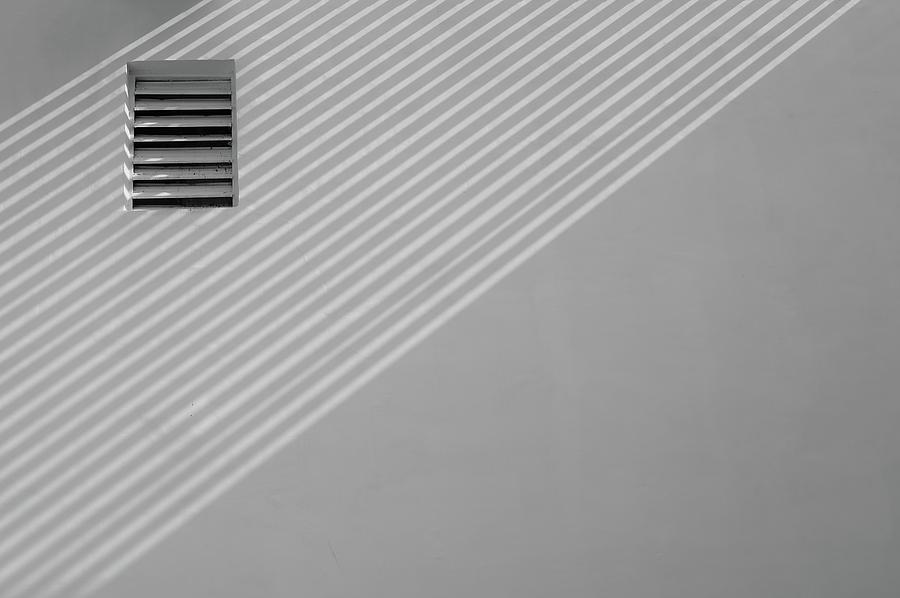 Diagonal Versus Horizontal Lines by Prakash Ghai