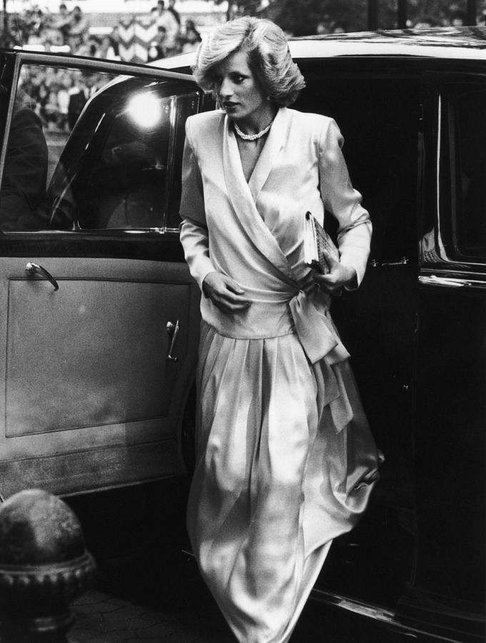 Diana Arrives Photograph by Dave Hogan