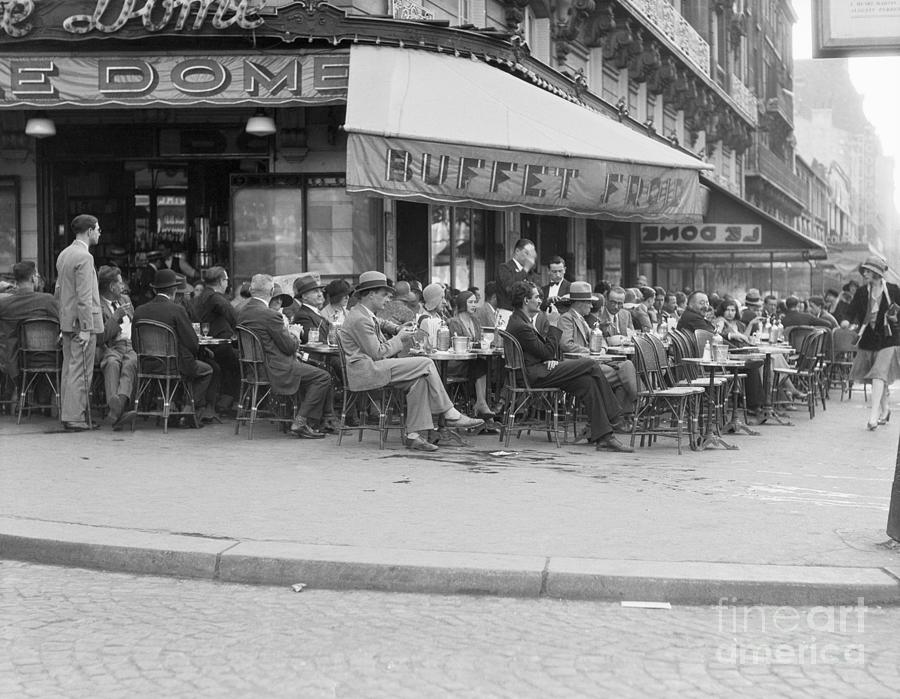 Diners At Cafe Le Dome In Paris Photograph by Bettmann