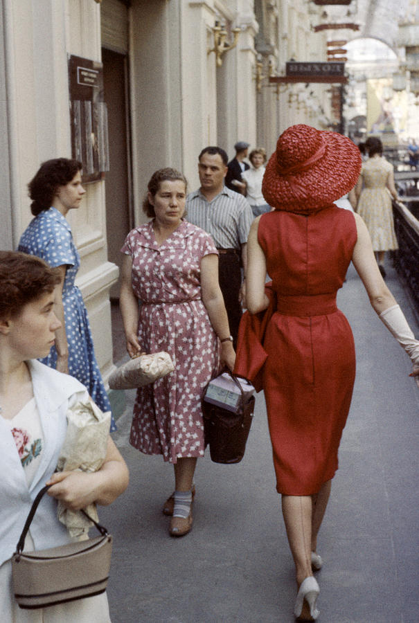 Dior In Moscow Photograph by Howard Sochurek