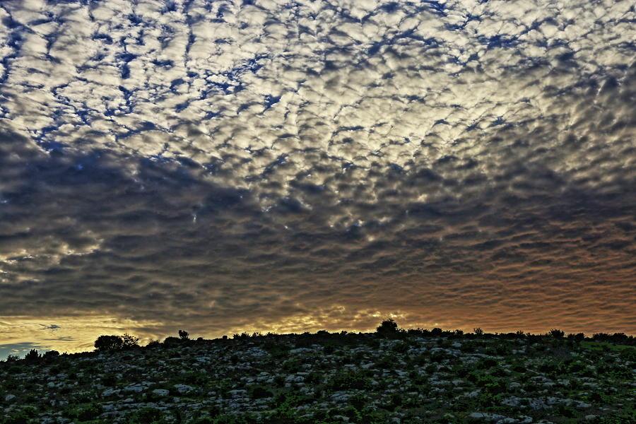 divine sunset. by Shlomo Zangilevitch
