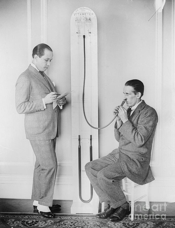 Doctor Treating Patient With Vitameter Photograph by Bettmann