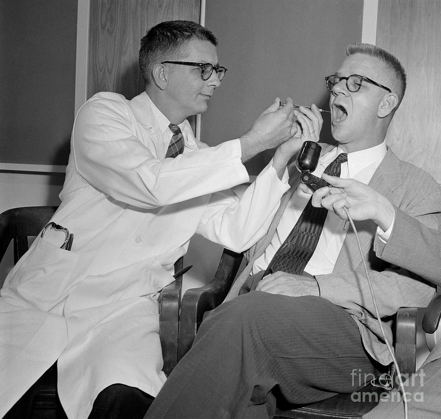 Doctors Harry Williams And Carl Photograph by Bettmann