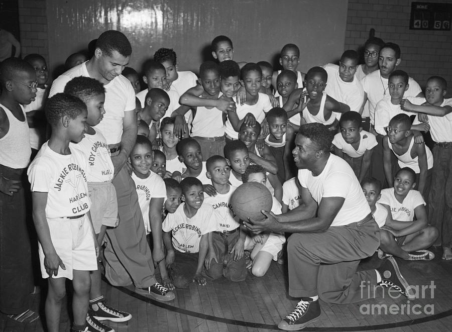 Dodgers Players Teaching Kids Basketball Photograph by Bettmann